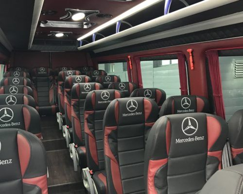 Mercedes 23 osobowy wnętrze
